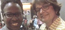 Photographie de Maguy Metellus, participante, et Julie Miville-Dechêne.
